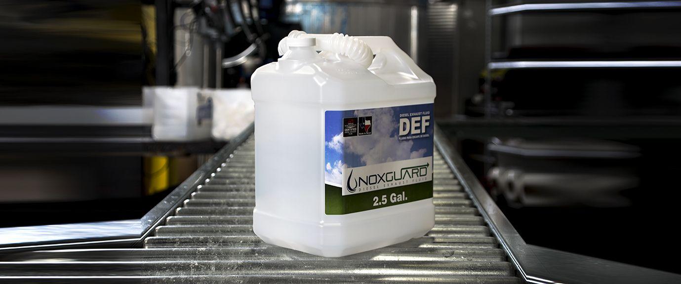 Botella de DEF. Bidón de 9.5 litros (2.5 Galones)